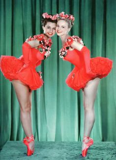 Cyd Charisse & Dee Turnell em 'Words and Music' (1948).
