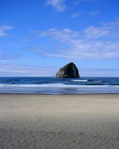 ✮ Haystack rock sits just off the shore of Cannon beach in Oregon