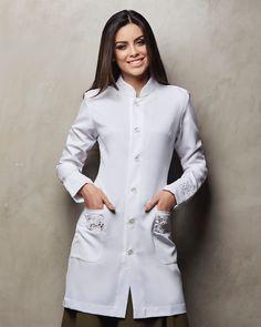 Jaleco feminino acinturado Scrubs Outfit, Scrubs Uniform, Doctor Coat, Lab Coats, Work Uniforms, School Dresses, Medical Scrubs, Apron Designs, Professional Outfits