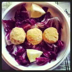 Vegan lunch: pumpkin's meatball with salad and slices of lemon.