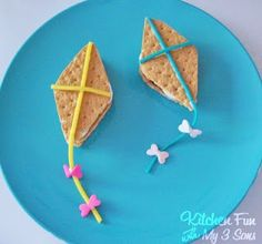 Lets Go Fly a S'mores!  Easy and fun kites made with s'mores and candy!