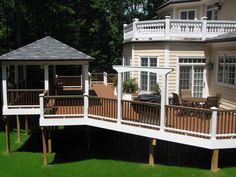 A beautiful use of #Trex Transcend #decking and railing in Tree House. Built by TrexPro Platinum @Distinctive Decks in Northern Virginia. Click on the image to visit their website.