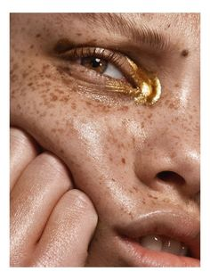 Makeup gold editorial make up Ideas - Trend Gold Makeup 2019 Mode Inspiration, Makeup Inspiration, Fashion Inspiration, Furniture Inspiration, Fashion Ideas, Fashion Tips, Beauty Editorial, Editorial Fashion, Editorial Make Up