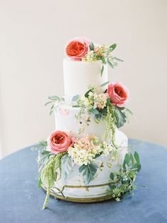 Floral Wedding Cakes 12 Fun Floral Spring Wedding Cakes - Inspired By This - These fun and floral spring wedding cakes are topped with fresh blooms that take them from a typical cake to a fun and seasonal one. Wedding Cake Fresh Flowers, Fresh Flower Cake, Floral Wedding Cakes, Cool Wedding Cakes, Elegant Wedding Cakes, Wedding Cake Designs, Cake With Flowers, Flower Cakes, Rustic Wedding