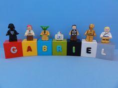 Cubos Lego Star Wars - GABRIEL  Cubos em madeira (mdf), pintados, envernizados e decorados com letras e personagens modelados em biscuit.
