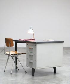 Industrial desk designed by Andre Cordemeijer for Gispen, 7800 series. Light and dark grey metal desk with 3 drawers (key not included).
