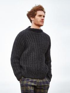 Trent - Knit this mens rib sweater from the Brushed Fleece brochure designed by Martin Storey using Brushed Fleece (extra fine merino and baby alpaca ) . With funnel neck and raglan full length sleeves, this knitting pattern is for the beginner knitter. Fleece Patterns, Sweater Knitting Patterns, Knitting Designs, Mens Knit Sweater Pattern, Hand Knitted Sweaters, Ribbed Sweater, Men Sweater, Handgestrickte Pullover, Hoodie