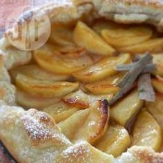 Super easy Apple Tart works just as easy and tastes just as great using pie dough too. Apple Recipes, Sweet Recipes, Easy Cooking, Cooking Recipes, Sweet Bakery, Sweet Pie, Sweets Cake, Happy Foods, Bakery Cakes