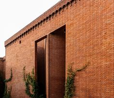 Dong Yugan uses brick to form sculptural surfaces and playful structures at Red Brick Art Museum Z Brick, Brick In The Wall, Brick Walls, Architectural Materials, Brickwork, China Architecture, Brick Architecture, Architecture Details, Building Exterior