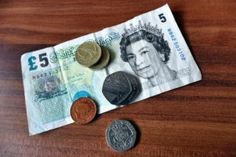 Fair tipping in Restaurants- Who should get the tips and why?