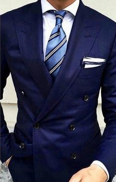 business mens fashion which look awesome. Gentleman Mode, Gentleman Style, Mens Fashion Suits, Mens Suits, Navy Blue Suit, Mens Clothing Styles, Clothing Accessories, Fashion Mode, Fashion Hats