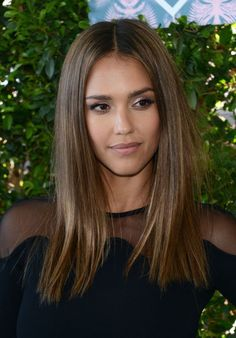 There are differences to Jessica Alba. Now the beautiful actress looks more interesting. More recently, Jessica Alba appeared with a bob haircut. Bob Jessica Alba looks more dramatic and mature. Haircuts For Long Hair, Straight Hairstyles, Long Blunt Haircut, Short Haircuts, Ombre Hair, Balayage Hair, Short Balayage, Balayage Straight, Babylights Brunette