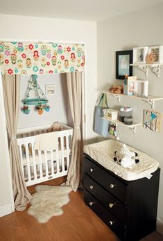 Baby Nursery In Parents Room Apartments Cribs 22 Super Ideas Small Space Nursery, Small Closet Space, Tiny Closet, Crib In Closet, Closet Doors, Closet Curtains, Corner Closet, Bedroom Corner, Corner Cupboard