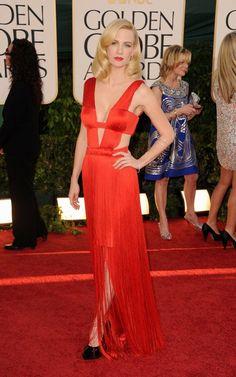O vermelho não teve lá muito destaque neste Golden Globe. Mas foi muito bem representado pela Christina Hendricks com um vestido Romona Keveza e pela January Jones com um Versace. Fotos: Reprodução