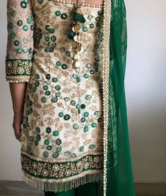 South indian bridal wear india 40 New Ideas Punjabi Fashion, Indian Bridal Fashion, Indian Bridal Wear, Indian Wear, Asian Fashion, Asian Bridal, Fall Fashion, Indian Suits, Indian Attire