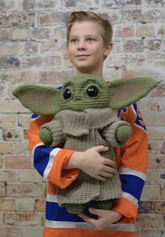The best baby yoda patterns for makers who crochet! dolls booties hats ornaments amigurumi and more baby yoda ornament free crochet pattern knitella crochet knit patterns baby crochet free knit knitella ornament pattern patterns yoda Star Wars Crochet, Crochet Stars, Cute Crochet, Crochet Crafts, Crochet Projects, Knit Crochet, Booties Crochet, Baby Booties, Crochet Food