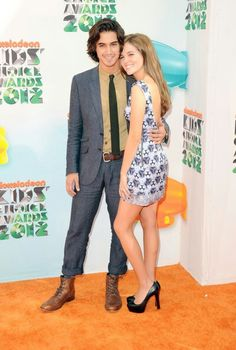 : Photo Avan Jogia keeps rumored girlfriend Zoey Deutch close as they arrive at the 2012 Kids Choice Awards held at the USC Galen Center in Los Angeles on Saturday afternoon… People Fall In Love, Pretty People, Zoey Deutch, Avan Jogia, Victorious Cast, Kids Choice Award, Choice Awards, Charming Man, Vampire Academy