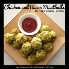Chicken and Bacon Meatballs  1/2 onion, peeled  1 garlic clove, peeled 1 carrot, roughly chopped 1/2 medium zucchini, roughly chopped 10-15 baby spinach leaves 1/4 of a green capsicum 5 pieces of shortcut bacon, roughly chopped 1 large chicken breast, chopped into 4 pieces Salt and pepper