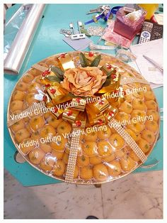 Wedding Gifts For Attendees Indian Wedding Gifts, Wedding Gifts For Guests, Indian Wedding Decorations, Wedding Plates, Wedding Sweets, Trousseau Packing, Mehndi Decor, Gift Wraping, Marriage Decoration