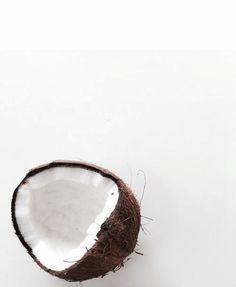 #jefoodiste #ledeclicanticlope / Le noix de coco : son eau, son lait, sa chair croquante, son huile, sa coque (!) pour une impro DIY avec les enfants. Elle a tout bon et elle nous fait nous sentir en vacances. On fonce.