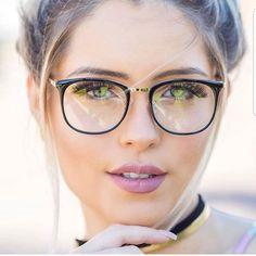 Glasses Outfit, Smart Girls, Womens Glasses, Ray Ban Sunglasses, Foto E Video, Eyeglasses, Eyewear, Stylish, Instagram