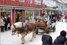 Norwegian christmas byen | Julegata i byen vår, da kan du oppleve å få en tur med Dølahest og ...