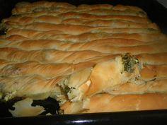 Σπανακοτυρόπιτα με σπιτικό φύλλο Greek Pastries, Bread And Pastries, Greek Desserts, Greek Recipes, Gyro Pita, Crazy Dough, Cyprus Food, Greek Pita, Greek Cooking