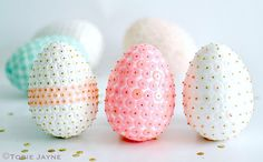 Sequin Easter Eggs - A lot of work but beautiful for Easter baskets and gifts! Spring Crafts, Holiday Crafts, Holiday Fun, Egg Crafts, Easter Crafts, Easter Ideas, Hoppy Easter, Easter Eggs, Diy Ostern