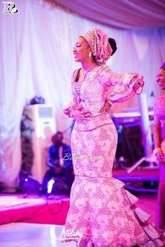 Hottest Aso-Ebi Styles for Wedding 2018 - Reny styles Lace Dress Styles, African Lace Dresses, African Dresses For Women, African Fashion Dresses, African Women, Ghanaian Fashion, African Wedding Attire, African Attire, African Wear
