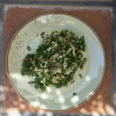 Arroz basmati integral de @nana_biosupermercats con kale macerada  Muy recomendable!  1 vasito de arroz 1 vaso de kale Levadura nutricional Aove Sal marina sin refinar Pipas de calabaza #nohagasdieta #comesano