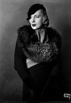 """Tamara de Lempicka, 1929 // by Madame d'Ora.   """"Madame d'Ora"""" (by her real name, Dora Kallmus) was a Viennese photographer who had settled in Paris, from where she regularly sent her marvelous fashion photos to the Berlin magazine """"Die Dame"""". Furthermore, several of Lempicka's paintings made the cover page of that magazine."""