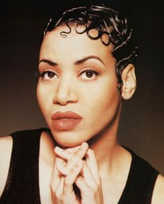 Queens of rap Black Ponytail Hairstyles, 90s Hairstyles, Short Hairstyles For Women, Finger Wave Hair, Finger Waves, Brazillian Body Wave, Black Hair 90s, 90s Makeup Look, Cheryl James