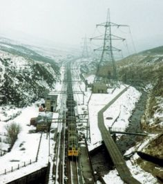 Woodhead Tunnel Approach (C) Michael Parry Live Steam Locomotive, Electric Locomotive, Disused Stations, Railroad Pictures, Standard Gauge, Electric Train, British Rail, Yorkshire, Planes