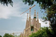 Sagrada Familia, we'll show you the best places to take amazing pictures. Amazing Pictures, Gaudi, The Good Place, Barcelona, Tower, Architecture, Building, Places, Travel