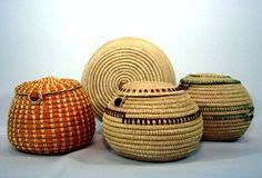 recipientes feito de fibras de coqueiro do estado do Amazonas,Brasil