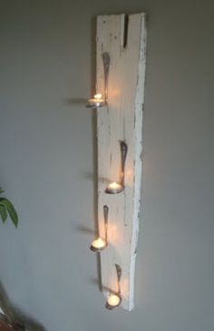 DIY cool wall decoration bent spoons and tea lights. Diy Projects To Try, Home Projects, Recycling Projects, Bent Spoon, Diy Casa, Ideas Geniales, Home And Deco, Candle Sconces, Wall Sconces