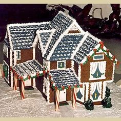 Bellingham Gingerbread House Maker | Three-dimensional sculpted cakes, wedding cakes, hand-decorated cookies and custom-made cookie cutters - Let Them Eat Cake