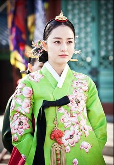 "Képtalálat a következőre: ""jang ok jung hanbok"" Korean Traditional Dress, Traditional Fashion, Traditional Dresses, Korean Women, Korean Girl, Korea Dress, Modern Hanbok, Jang Ok Jung, Yoo Ah In"