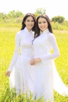 Beautiful Long Hair, Beautiful Asian Girls, Gorgeous Women, Vietnamese Clothing, Vietnam Girl, Asia Girl, Ao Dai, White Girls, Asian Woman