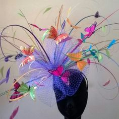 Fun and abulous for the races. Tea Party Outfits, Tea Party Hats, Crazy Hat Day, Crazy Hats, Lace Bow Tattoos, Hat For The Races, Fascinator Hats, Fascinators, Race Day Hats