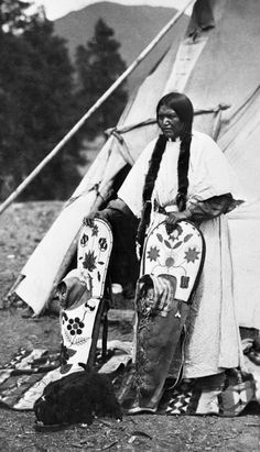 cradleboards   ... daughters in their cradleboards, 1922. Glenbow Archives, NA-1897-5