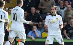 United and England captain Rooney is the first to join in the celebrations with Juan Mata Manchester United 2014, Soccer News, Crystal Palace, Football Team, The Unit, Sports, Bbc, Celebrations, Spanish