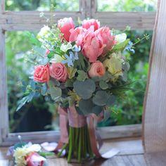 """一会レッスン on Instagram: """"花嫁さま花婿さまの 手作り #ブーケ  ご結婚式の予定だったけど、延期になってしまった花嫁さん皆様へ、 一会は心よりのエールを送りしております!  今週の単発プリザーブドレッスンは延期させていただき、 4月末のゴールデンウィーク中もしくは5月17日に開催を検討中です。…"""" Floral Wreath, Wreaths, Instagram, Home Decor, Flower Crowns, Door Wreaths, Deco Mesh Wreaths, Interior Design, Home Interior Design"""