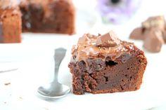 Deze salted caramel brownie taart is mijn verjaardagstaart! Lekker over de top, met karamel zeezout chocola van Tony, en extra topping van karamel