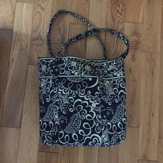 Vera Bradley Blue and White Tote Bag Blue and White Vera Bradley Tote Bag! Great size! Vera Bradley Bags Totes