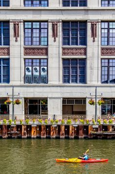 Chicago vacations: paddle the Chicago river