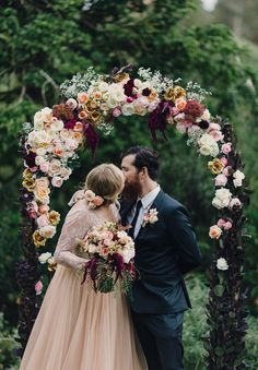 Love the colour of the floral arrangements! Minus burgundy, plus navy touches and this feel is just perfection