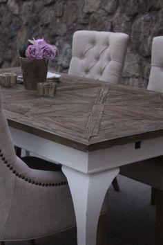 Lekkert håndprodusert avlangt spisebord. Bordplaten er laget av resirkulert treverk. Understellet er hvitmalt, Fra Classic LIving https://classic-living.no/collections/bord/products/paris-spisebord-hvit