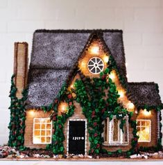 Beautiful Christmas Gingerbread House Ideas - Blush & Pine Creative - - There is a special skill that goes into making an amazing gingerbread house. Here I'm showing my favorite Christmas gingerbread house structures for Homemade Gingerbread House, Graham Cracker Gingerbread House, Halloween Gingerbread House, Cool Gingerbread Houses, Gingerbread House Designs, Gingerbread House Parties, Gingerbread Village, Gingerbread Decorations, Gingerbread Cookies