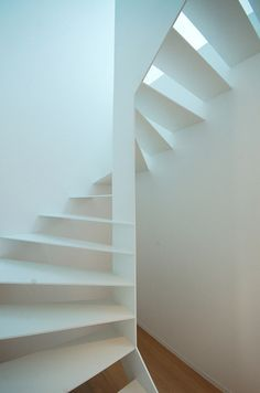Metal Stairs: House in Mechelen is a minimalist house located in Mechelen, Belgium, designed by Areal Architecten. Stairs And Staircase, Interior Staircase, Metal Stairs, Loft Stairs, Modern Staircase, Spiral Staircase, Stair Railing, Staircase Design, Interior Architecture